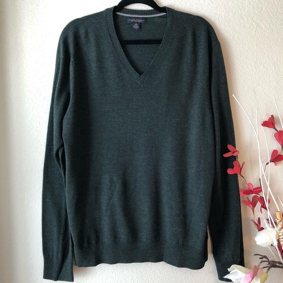 Banana Republic Sweaters - NWOT Banana Republic Dark Green Sweater Size XL